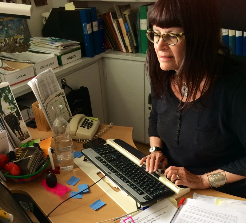 Intendent Lena Kättström Höök arbetar med sociala medier.